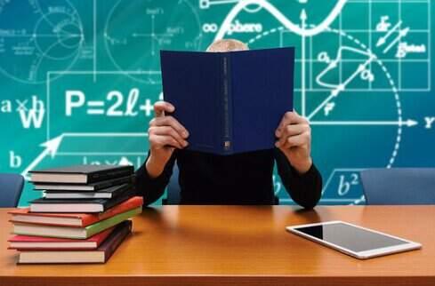 Opte por um dos mais de 3000 cursos rápidos grátis com títulos autorizados e inicie a aprimorar-se