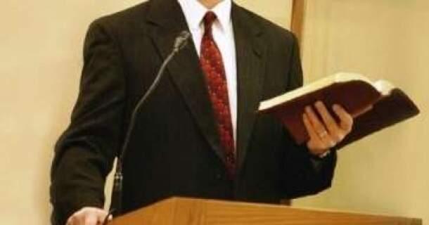 Resultado de imagem para pastor evangélico